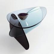 Грациозность и комфортность столов из стекла