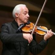 Спиваков подарил Омской филармонии скрипку Деффура