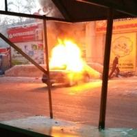 В Октябрьском округе загорелся автомобиль