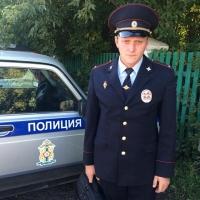В Омской области участковый спас пенсионера от гибели в огне