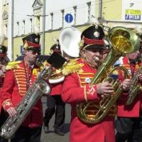 На День города по Омску промаршируют трубачи и саксофонисты