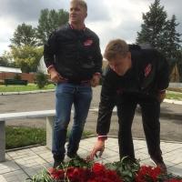 "Хоккеисты омского ""Авангарда"" почтили память Александра Вьюхина"