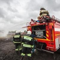 Омские спасатели устроили пожарный биатлон