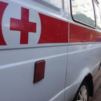 Иномарка сбила подростка на краю дороги в Омске