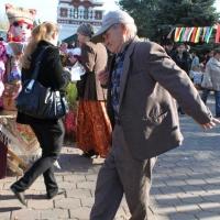 В Омской области продолжают работать более 100 тысяч пенсионеров