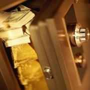Омичи отказываются от депозитов в валюте