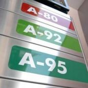 Цены на бензин в Омске по-прежнему самые низкие