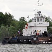 Капитан и моторист пострадали при взрыве на буксире в омском порту