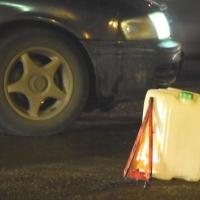 Пьяный омич, перепутав газ и тормоз на угнанном авто, въехал в дом