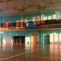 В омской школе дети занимались в холодном спортзале