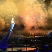 Ирина Роднина с Владиславом Третьяком зажгли Огонь Олимпиады