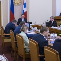 Бурков раскритиковал работу главы Минимущества Омской области