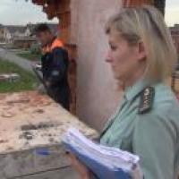 Омские судебные приставы начали сносить незаконный таунхаус