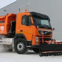 Омские предприятия поделились с мэрией самосвалами для уборки снега