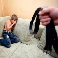 У омской семьи забрали трех детей за жестокое обращение