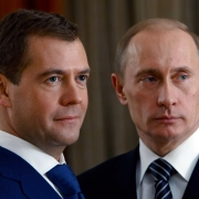 Владимир Путин почти втрое поднял себе зарплату