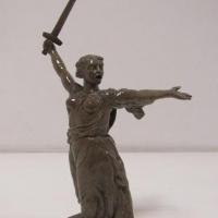 Осужденные в Омске слепили копию скульптуры «Родина-мать зовет!»