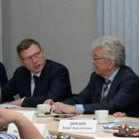 Бурков обсудил с ветеранами кандидатов в мэры Омска