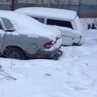 Омичам рекомендуют не оставлять машины вдоль первых полос