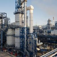На Омском НПЗ успешно испытали первый отечественный катализатор гидроочистки