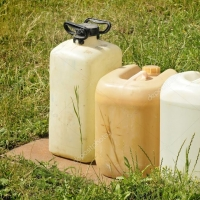 В Омской области из крестьянского хозяйства пропало 300 литров горючего