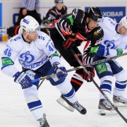 """Омский """"Авангард"""" проиграл четвертый матч подряд и вышел в плей-офф на """"Сибирь"""""""