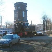 В Омске тепловоз въехал в машину