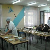 Прокуратура заставила омскую мэрию найти деньги на питание школьникам-инвалидам