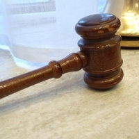 Девушка получила два года условно за поджог авто своего знакомого в Омске