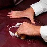 Как отчистить диван от грязи
