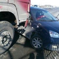 На Русско-Полянском тракте столкнулись три легковушки и «КамАЗ»