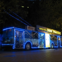 Омичей в троллейбусе будут развлекать барды