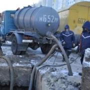 Омский водоканал ликвидирует аварию на улице Дмитриева