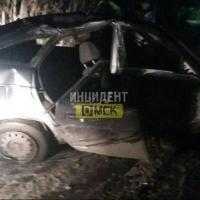 Ночью на Красноярском тракте в Омске машина снесла светофор