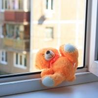 В этом году в Омской области 12 детей выпали из окон
