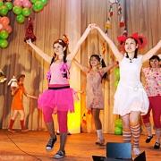 Студенты празднуют весну на фестивале творчества