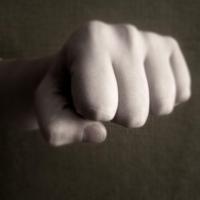 Ревнивец сильно избил ухажера своей сожительницы на омском хлебозаводе