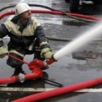 В Омске загорелось промышленное предприятие