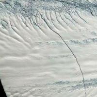 NASA: В Антарктиде в результате разлома образуется гигантский ледник