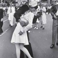 Омичи сегодня отметят День поцелуя