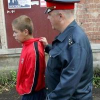 Мать 14-летнего воришки умоляет омичку забрать заявление о краже телефона