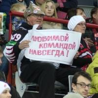 Преданные болельщики «Авангарда» получили часы от губернатора Омской области