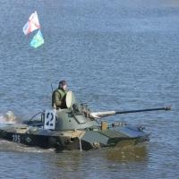 Омские танкисты устроили показательные выступления
