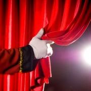 """Омский театр подарит детям к празднику """"Новогоднего поросенка"""""""