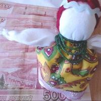 Восемь омских семей получили выплаты за первенца