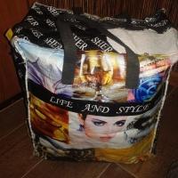 Омичи угадывают, что лежит в крупной сумке, потерянной на улице Перелета
