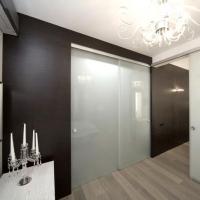 Выигрываем пространство в комнате за счет стеклянных дверей
