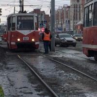 Из-за ДТП в Омске встали трамваи на Жукова