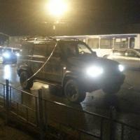 В Омске оборвавшиеся провода заискрили и повредили 5 машин