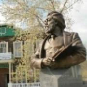Омского художника увековечили в бронзе